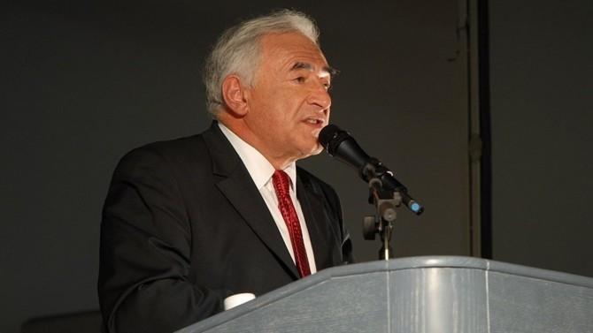 """Dominique Strauss-Kahn, ancien ministre de l'Économie et des Finances, va publier un article dans le prochain numéro de la revue Politique internationale. Intitulé """"L'être, l'avoir et le pouvoir dans la crise"""" cette publication est déjà disponible sur le blog du Club des juristes."""