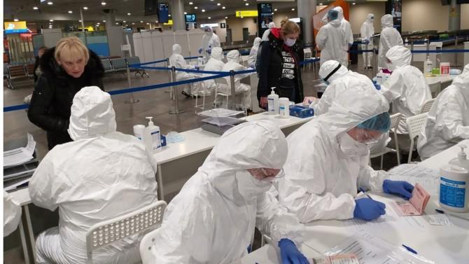 En proie à l'épidémie de Coronavirus, l'Italie bénéficie de l'aide sanitaire de la Russie, qui a organisé de nombreux ponts aériens à destination de Rome. Mais cette générosité nouvelle ne cache-t-elle pas une nouvelle stratégie russe?
