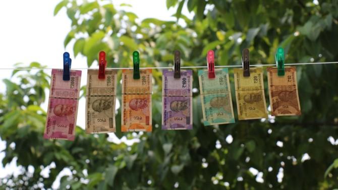 La Banque mondiale a annoncé débloquer 132,5 millions de dollars pour aider les nations les plus pauvres touchées par le Covid-19. Un montant issu du produit des « pandemic bonds », un dispositif financier qui fait polémique à la fois pour son efficacité et pour son principe de fonctionnement.