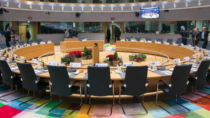 Les vingt-sept membres du Conseil européen, réunis ce jeudi par visioconférence, ont entériné le principe d'un fonds de relance économique. La lourde tâche d'en établir les contours revient à la Commission européenne.