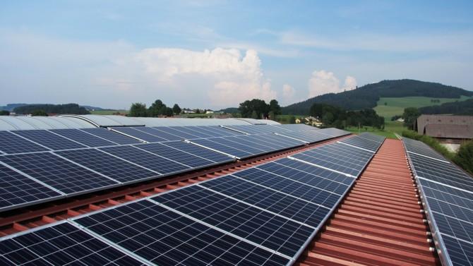 Le développeur de centrales photovoltaïques a bouclé un premier tour de financement de 15 millions d'euros, malgré la chute du prix du pétrole. Le signe de la résilience des énergies renouvelables à la crise économique actuelle ?
