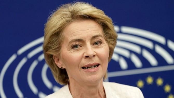 La présidente de la Commission européenne, aura finalement su organiser la riposte face à la pandémie, tout en veillant à la poursuite du projet communautaire malgré un continent qui ferme actuellement ses frontières intérieures.