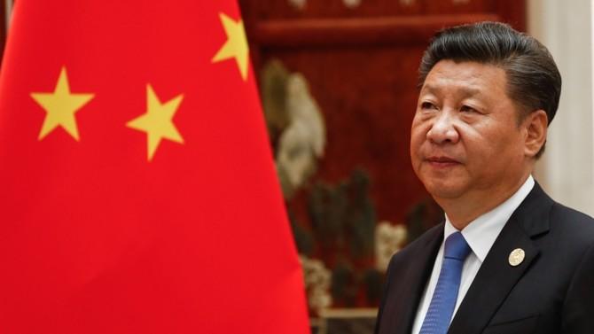 Passé du Monsieur anti-corruption du régime au statut de premier « Wolf Warrior » du pays, Xi Jinping est aujourd'hui le porte-étendard d'une fierté chinoise qui s'assume et s'impose. Leader autoritaire aussi habile à museler l'opinion qu'à la flatter, adepte d'une diplomatie agressive et communicant stratège, il n'a pas hésité à privilégier la stabilité politique sur le risque sanitaire. Quitte, pour cela, à laisser se propager une pandémie mondiale.