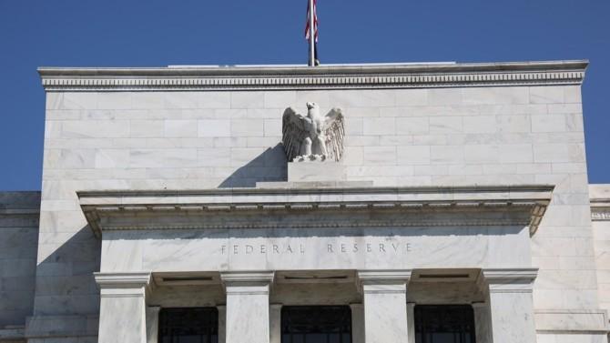 Depuis le début de la pandémie, la banque centrale américaine déploie un large arsenal d'outils pour accompagner entreprises et collectivités locales. Son vice-président, Richard Clarida, anticipe une reprise pour la deuxième partie de l'année.