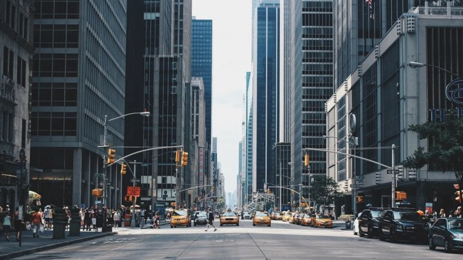 Le cabinet d'avocats et d'économistes D'Ornano et Associés change de nom et prend celui de D'Ornano + Co. Dans son mouvement de reprise d'activité post-crise, le cabinet étend son offre à l'international en ouvrant une antenne à New York.
