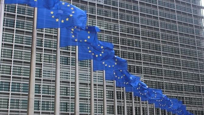 Mercredi 20 mai, la Commission européenne émet des recommandations par pays, qui mettent l'accent sur la nécessité de construire une croissance durable. Bruxelles en profite pour réaffirmer desserrer l'étau budgétaire auquel les pays sont normalement soumis.