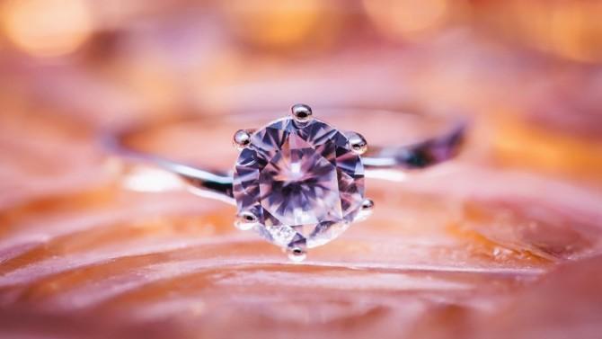 Le fabricant français de bijoux responsables, composés d'or recyclé et de diamants de synthèse, a levé 8 millions d'euros auprès d'institutionnels, de business angels et de Hylink, première agence de communication digitale indépendante de Chine.