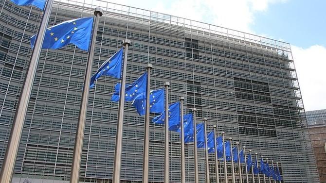 Présenté le 27 mai, le plan de relance de la Commission européenne comprend 500 milliards d'euros de subventions et 250 milliards d'euros de prêts. Son objectif ? Faire en sorte que la reprise soit durable, homogène, inclusive et équitable pour tous les États membres.