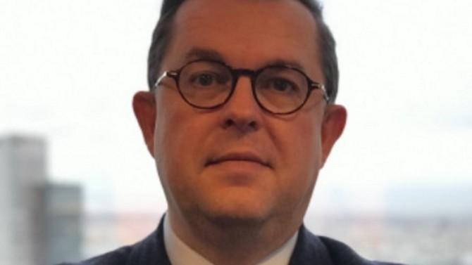 Directeur des assurances du cimentier Vicat depuis 2008, Arnaud Wiart est un homme de terrain. Il parcourt le monde à la rencontre des opérationnels du groupe afin d'être au plus proche de leurs problématiques. Il expose pour Décideurs les principaux risques auxquels est confrontée l'entreprise et revient sur l'importance de la culture du risque.