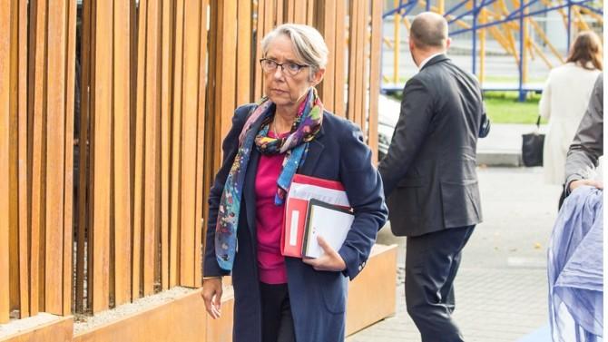 """L'ancienne ministre de la Transition écologique prend la tête du ministère du Travail. Expérimentée, femme de terrain réputée tenace, celle qui se veut """"exigeante et constructive"""" fait face aux défis annoncés par un climat social tendu."""