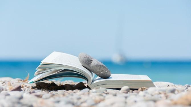 Bandes dessinées, romans, essais. Voici une sélection d'ouvrages à mettre dans vos valises pour les grandes vacances.