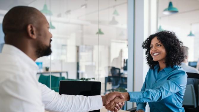 Rechercher de nouveaux talents et engager un changement radical est une des missions du département RH de l'entreprise. Lorsqu'il s'agit d'amorcer un virage stratégique, certains dirigeants préfèrent faire appel au management de transition dans le but de mobiliser le capital humain et le faire évoluer.