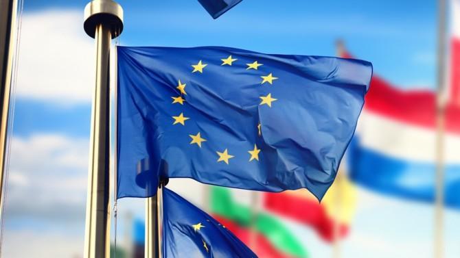 Dès mars, la Commission européenne commençait à assouplir les règles permettant aux pays de soutenir leur économie. Appréciable, ce changement de politique n'est toutefois pas sans risques. La réussite collective du Vieux Continent face à la crise dépendra d'un savant équilibre entre les différentes manœuvres.