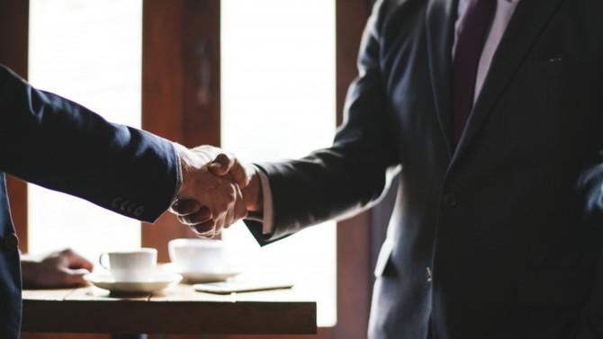La société d'investissement LFPI est entrée en négociations exclusives avec Meeschaert ce week-end, d'après Les Echos. Elle figure en première place pour la reprise de la célèbre banque privée familiale devant les trois poids lourds du secteur : Oddo BHF, Rothschild & Co et La Banque Postale.