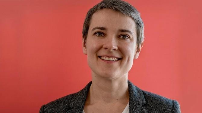 """Titulaire de la chaire pour l'entrepreneuriat des femmes de Sciences Po, l'économiste Anne Boring encourage les entreprises à lutter contre les stéréotypes de compétence. Un long chemin vers plus de mixité qui suppose, par-delà les quotas, de """"dégenrer"""" valeurs, métiers et marché du travail."""