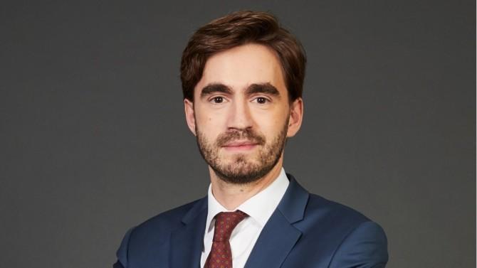 Après plus de dix ans d'exercice au sein de cabinets internationaux, Maxime Molkhou lance sa propre structure, Nemrod Avocat, axée sur un positionnement de niche, à savoir celui du droit public appliqué aux domaines de la défense, de la sécurité et cybersécurité.
