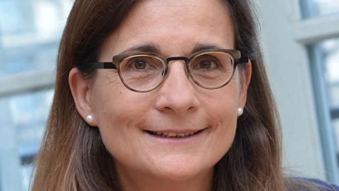 Virginie Chapron-du Jeu est la directrice des Finances du Groupe Caisse des dépôts et la Présidente de Novethic. Très impliquée sur les enjeux autour de la transition écologique, elle estime que la crise sanitaire agit comme un révélateur encore plus fort des enjeux sociétaux, et accélérera sans nul doute la transformation de notre société.