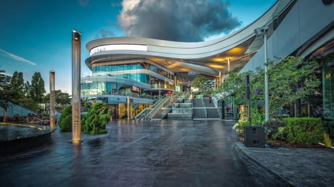 L'ouverture prochaine du centre commercial Mon Grand Plaisir, dans la commune de Plaisir située dans l'Ouest Parisien, approche à grands pas. La Compagnie de Phalsbourg, développeur du projet, y incorporera notamment un multiplex UGC de 1 820 fauteuils ainsi que la médiathèque de Plaisir en 2021 et 2022.