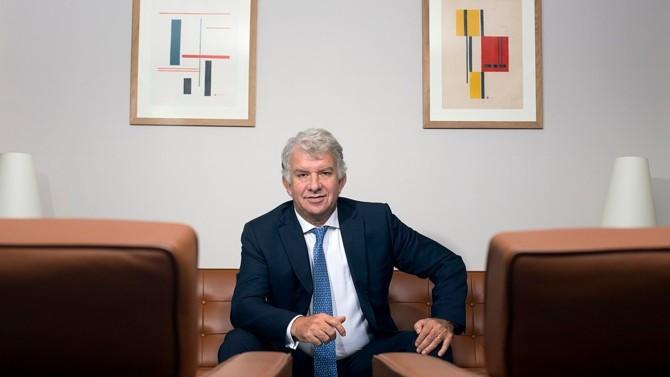 Patron du premier gestionnaire d'actifs de la zone euro, Yves Perrier met tout en œuvre pour consolider la place et la réputation d'Amundi depuis 2010. L'entreprise française a d'ailleurs fait son entrée dans le top 10 mondial, notamment grâce à une politique de M&A bien rodée.