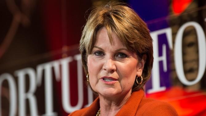 En 2019, l'Américaine est élue CEO de l'année et femme la plus puissante du monde. C'est dire l'influence de cette native du Kansas qui, à force d'abnégation, a pris la tête de Lockheed Martin en 2013.