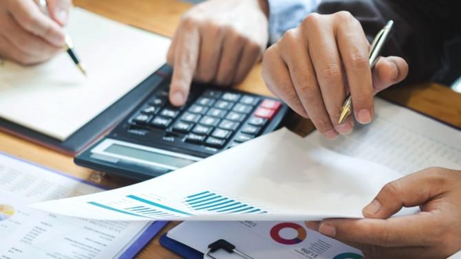 La Fédération bancaire française (FBF) s'est exprimée dimanche 6 septembre sur les modalités de remboursement des prêts garantis par l'État (PGE). Bruno Le Maire avait annoncé un peu plus tôt négocier les taux avec les établissements financiers.