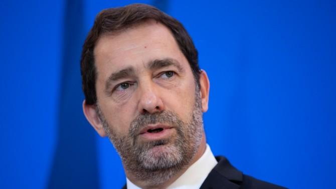 L'ancien ministre de l'Intérieur s'impose de peu face à Aurore Bergé et aura la lourde tâche de resserrer les rangs macronistes en vue de la prochaine présidentielle. Deux présidences de commission changent également de main.