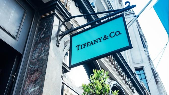 LVMH a annoncé le 9 septembre la suspension de l'acquisition de Tiffany sur fond de guerre commerciale entre la France et les États-Unis. Le joaillier n'entend pas se résoudre à cette décision.