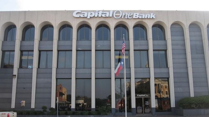 """PDG et cofondateur du géant américain du crédit, Capital One, Richard Fairbank est régulièrement salué comme un entrepreneur et un homme d'affaires de premier plan dans le domaine de la finance et de la technologie. En tant que membre de l'illustre club """"One-dollar salary"""", il pèse plus d'un milliard de dollars."""