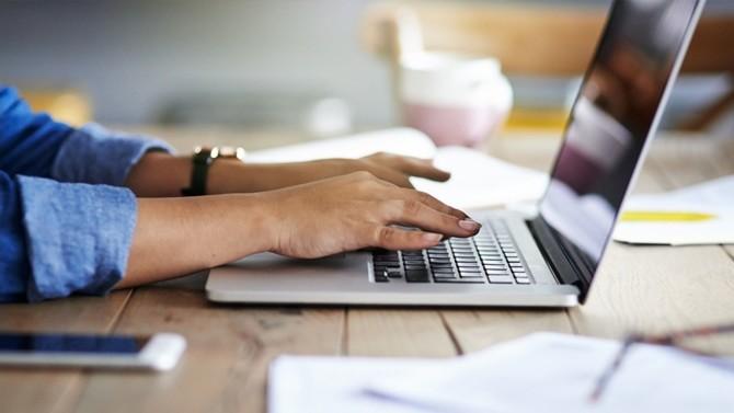 Deux chercheurs de la Banque de France viennent de publier une étude sur les impacts d'un potentiel recours massif au télétravail en matière d'immobilier d'entreprise et de productivité