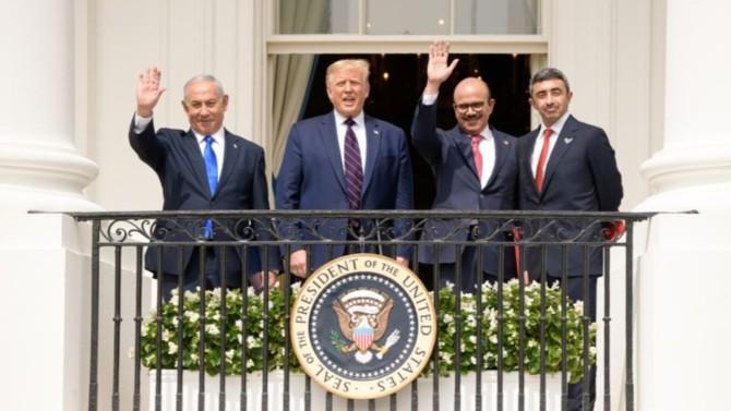Le traité entre Israël, les Émirats arabes unis et le Bahreïn est prometteur sur le plan économique et géopolitique, mais il ne fait pas que des gagnants. Si les Palestiniens sont lésés, Donald Trump et Benjamin Netanyahou ne sortent pas forcément renforcés de la séquence. Décryptage avec Pierre Razoux, Directeur académique de l'Institut Fondation méditerranéenne d'études stratégiques.