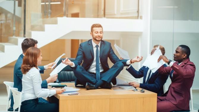 Travailler plus ou travailler moins ? Et si, stérile, ce débat empêchait de poser les bonnes questions comme celle de l'utilité du temps de travail ?