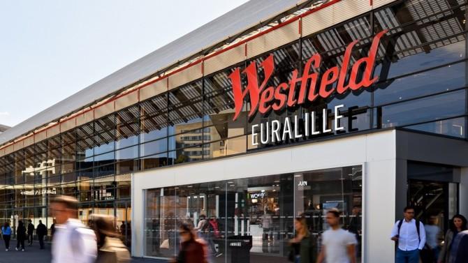 Un consortium d'investisseurs emmené par Léon Bressler et Xavier Niel s'oppose frontalement à la stratégie des dirigeants d'Unibail-Rodamco-Westfield. Un bras de fer qui a pour toile de fond l'opération Westfield, lancée fin 2017 et finalisée en 2018. Flashback.