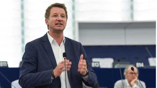 Le député européen est probablement le meilleur candidat de la gauche pour la présidentielle de 2022. Seul hic, son camp n'est pas forcément de cet avis.