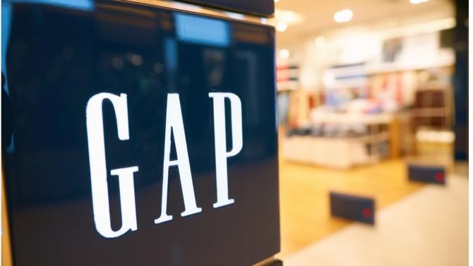 Déjà au printemps, après une sévère restructuration de leur réseau, plusieurs magasins Gap avaient définitivement fermé en France. Désormais, l'enseigne américaine annonce le retrait de l'ensemble de ses points de vente en Europe.