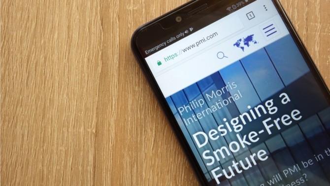 Philip Morris France entame la plus grande transformation que l'entreprise n'ait jamais connue : remplacer les cigarettes par des produits sans fumée. Un défi que relève Jeanne Pollès, présidente France de l'entreprise, avec l'aide de l'ensemble des collaborateurs.