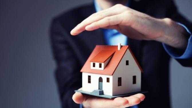 Pour quelques dizaines d'euros supplémentaires, notre contrat d'assurance habitation peut couvrir un large spectre de risques du quotidien. Entre offres de base et options parfois très utiles, on fait le point.