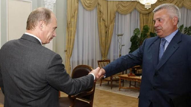 L'ancien ministre soviétique est aujourd'hui la troisième fortune de Russie. Il dirige la société pétrolière Lukoil depuis sa privatisation en 1993.