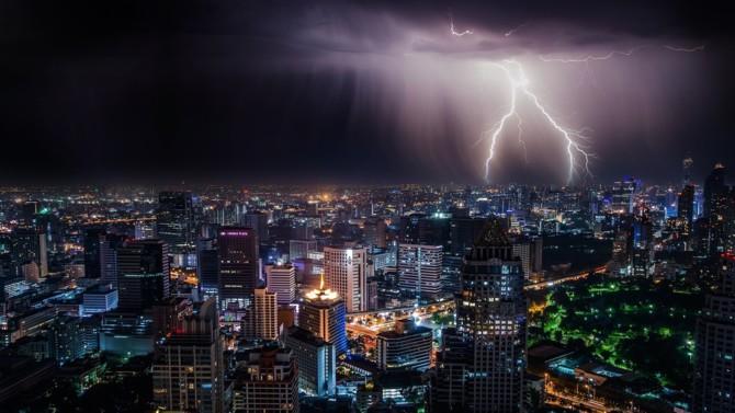 """L'Agence internationale de l'énergie (IEA) a récemment publié son rapport """"Power Systems in Transition. Challenges and opportunities ahead for electricity security"""", qui pose la question de la vulnérabilité des systèmes électriques, à l'heure où la transition énergétique pousse à une électrification toujours plus importante. Décryptage."""