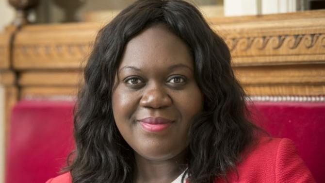 La députée LREM de Paris, spécialiste de la haine en ligne, revient sur l'importance d'encadrer les réseaux sociaux, qui ont joué un rôle dans le décès de Samuel Paty.