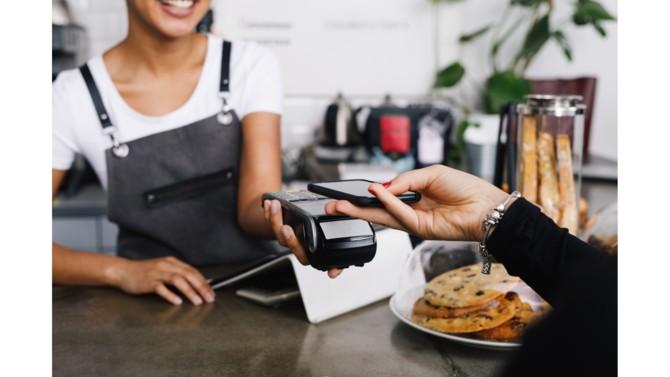 Alors que les paiements en espèces et au moyen de chèques se font de plus en plus rares, les règlements par carte bancaire sont désormais incontournables. Dans ce contexte, les terminaux de paiement électroniques évoluent pour répondre aux attentes des commerçants comme de leurs clients.
