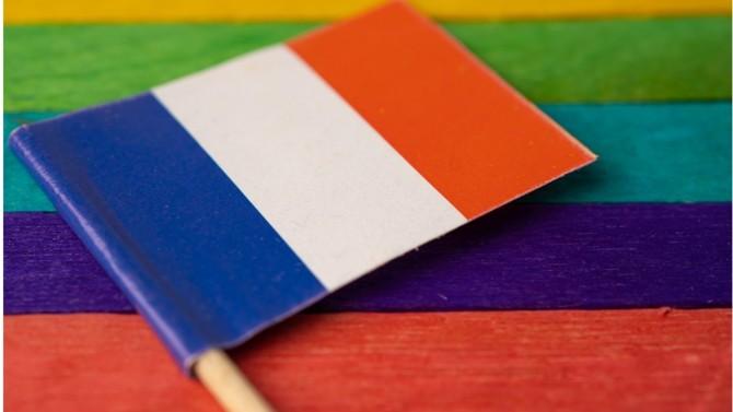 Une gauche qui reste dominante mais déclinante, une extrême droite en pleine ascension, une droite classique à la peine… Focus sur les habitudes électorales des LGBT de France.