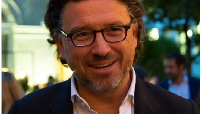 Associé chez Latham & Watkins et ancien managing partner, du bureau de Paris Xavier Farde est un spécialiste du financement d'acquisition qui figure parmi les 30 avocates et avocats formant l'Élite 2020.