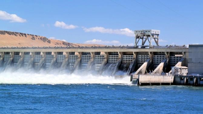 Avec une puissance installée qui avoisine les 25 GW, soit près du 1/5e du parc de production français et près de 12 % de la production d'électricité, le potentiel hydroélectrique occupe une place primordiale en France et attire, à juste titre, les énergéticiens européens. Las, la situation des concessions hydroélectriques, soit 399 ouvrages, n'a pratiquement pas bougé depuis le plan Borloo de 2010. Analyse de Mounir Meddeb, associé fondateur d'Energie-Legal