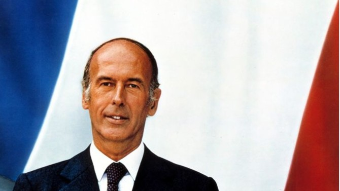 """Libéralisme économique mais État protecteur, libéralisme sur le plan des mœurs mais attachement aux valeurs traditionnelles. Progressiste mais moderne, européen mais patriote. Le """"en même temps"""" est un art difficile mais nécessaire que Valéry Giscard d'Estaing a parfaitement incarné."""