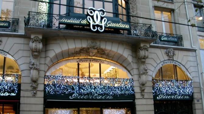 Créée en 1828 et développée par la famille fondatrice pendant plusieurs générations, la maison Guerlain est la propriété de LVMH depuis les années 1990. Parmi ses héritiers, Éric Guerlain, qui fut administrateur de Christian Dior.