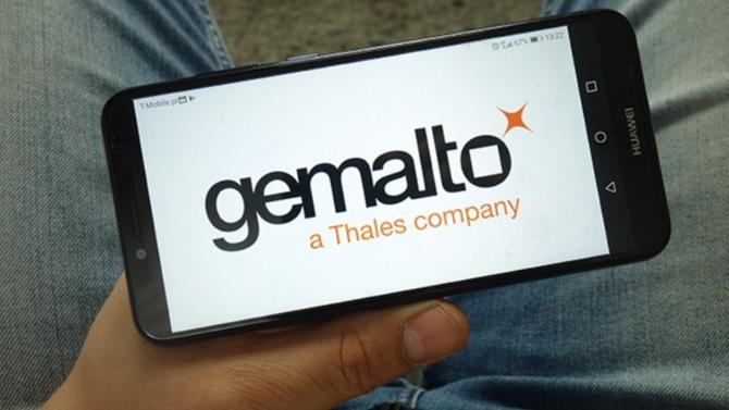 En avril 2019, le groupe de défense et d'électronique, Thales, rachetait le spécialiste des cartes à puces. Si depuis, la crise est passée par là, l'intégration de Gemalto a été bénéfique pour les deux groupes.