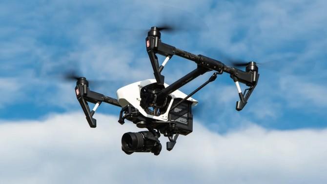 """Hautement débattue et relancée par la proposition de loi dite """"sécurité globale"""", l'utilisation des drones équipés de caméras afin de contrôler les mesures de confinement de la population a été sanctionnée le 12 janvier 2021 par la Commission nationale de l'informatique et des libertés (Cnil)."""