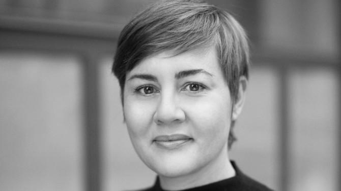 Directrice associée de l'agence Eliott & Markus qu'elle a fondée en 2005, Gwénaëlle Henri a longtemps observé les professions juridiques avant de devenir leur conseil privilégié pour promouvoir leur image. Entourée d'une trentaine de collaborateurs, elle accompagne de nombreux professionnels libéraux dans leur influence digitale.