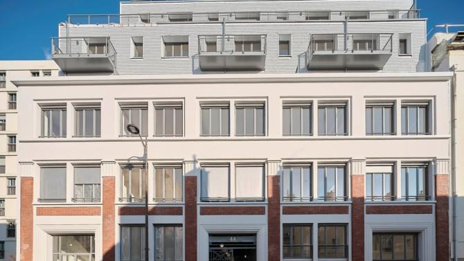 Le sujet de la transformation de bureaux en logements revient régulièrement sur le devant de la scène immobilière. C'est à nouveau le cas en ce début d'année. Et pour cause : le contexte a rarement semblé aussi favorable. A tel point que le gouvernement, Novaxia et la Ville de Paris lancent de nouvelles initiatives pour enfin réussir à massifier cette pratique. Décryptage.