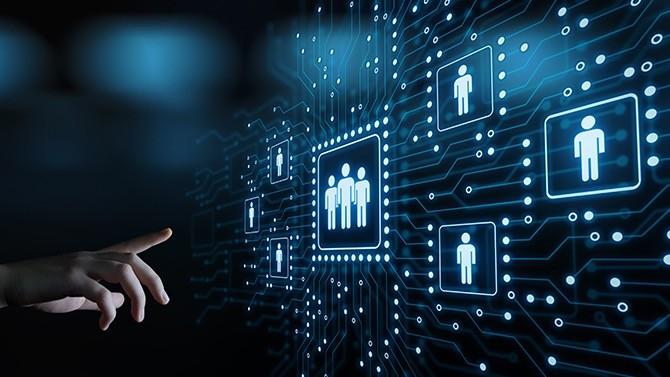Longtemps à la traîne, la fonction ressources humaines accélère fortement sa transformation digitale. L'enjeu ? Conserver une relation de proximité avec les collaborateurs tout en simplifiant et en modernisant la fonction.